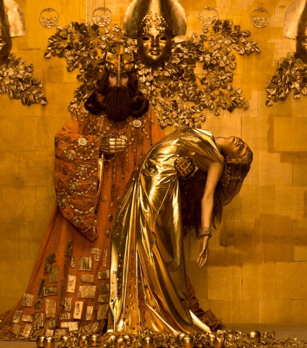 inge-prader-life-ball-gustav-klimt-paintings-designboom-10